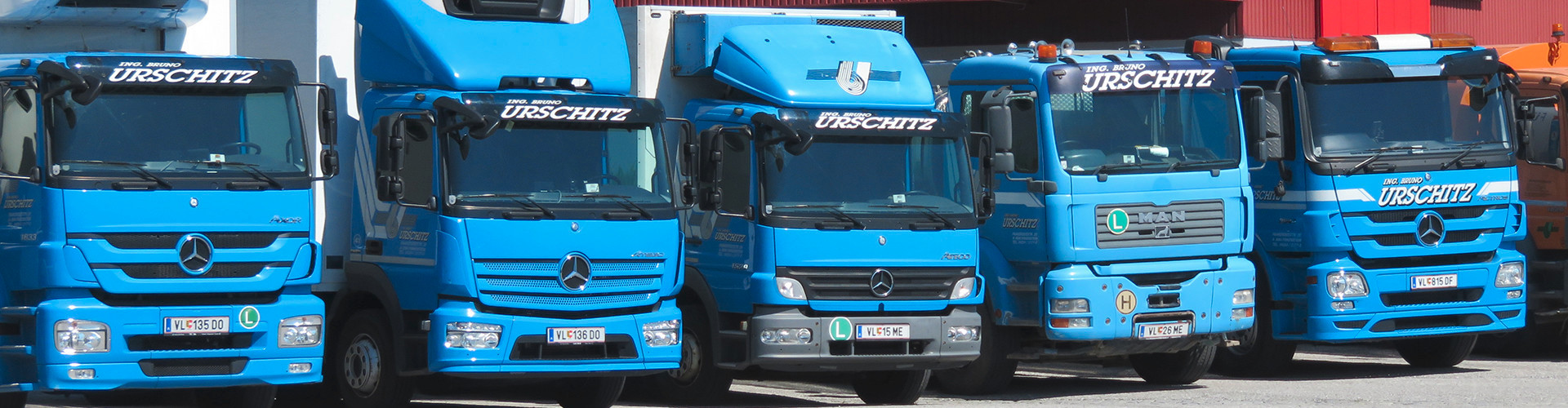 Blaue-LKWS-0x500
